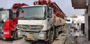 Putzmeister M56 op chassis MERCEDES-BENZ betonpomp